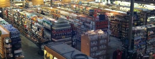 Whole Foods Market is one of Joseph'in Beğendiği Mekanlar.