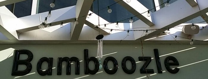 Bamboozle Tea Lounge is one of Lugares favoritos de Melissa.