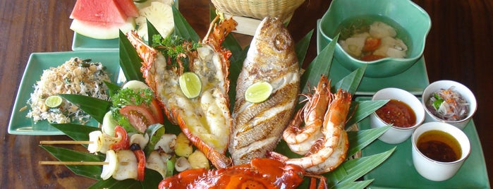 Bawang Merah Beachfront Restaurant is one of Lugares guardados de Katerina.