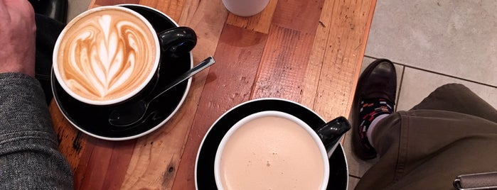 4/4 SEASONS COFFEE is one of Lieux qui ont plu à Vera.
