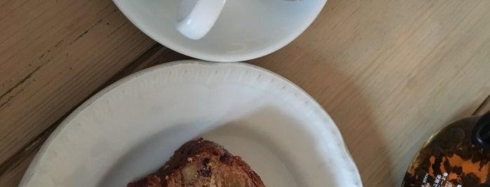 DoubleDecker Cake & Coffee is one of Alexandra : понравившиеся места.