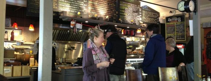 The Snug Cafe is one of Sasha'nın Beğendiği Mekanlar.