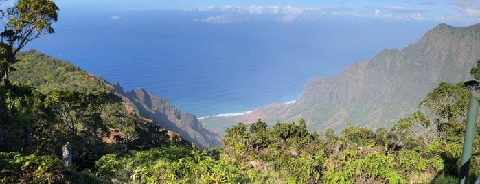 Kalalau Lookout is one of Lieux qui ont plu à Erik.