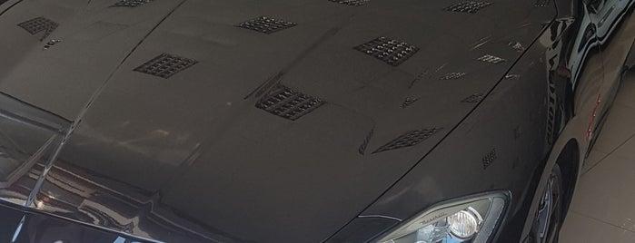 Aras Motors Luxury Car Boutique is one of Fuat'ın Beğendiği Mekanlar.