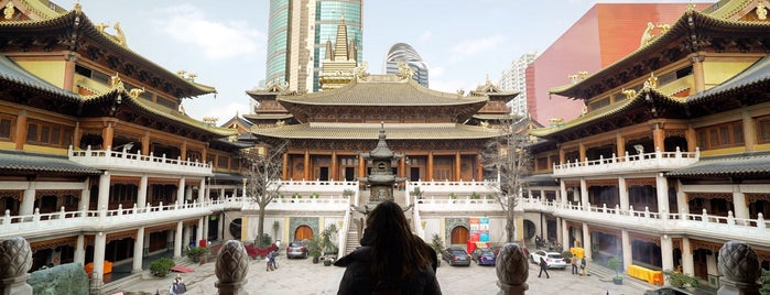 Jing'an Temple is one of Lugares favoritos de Alan.