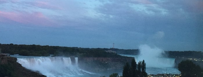 Crowne Plaza Niagara Falls-Fallsview is one of Locais curtidos por Alan.