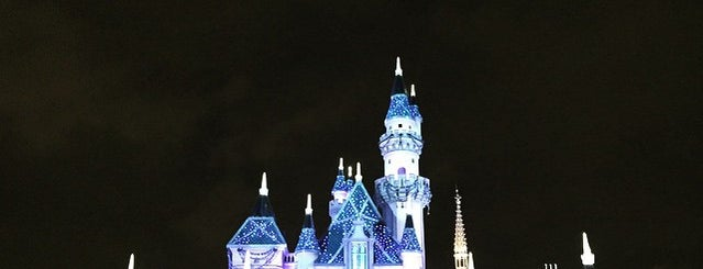 Sleeping Beauty Castle is one of Posti che sono piaciuti a Alan.