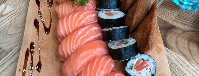 Sushi Lounge is one of Sallaさんの保存済みスポット.