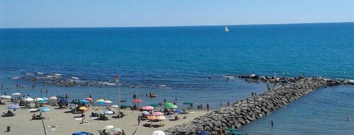 Ostia Spiaggia is one of Tempat yang Disukai Káren.