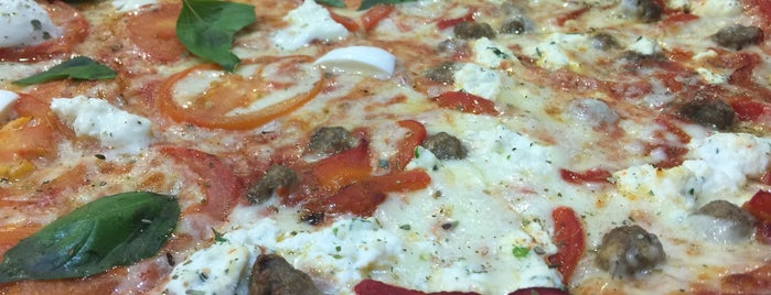 Russo's New York Pizzeria is one of Lieux sauvegardés par Raneem.