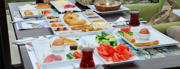 ICON Cafe & Restaurant is one of Orte, die Pınar gefallen.