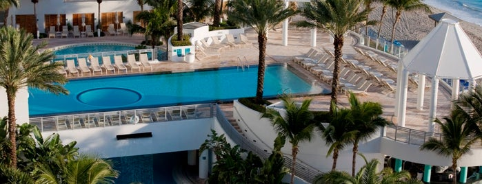 Diplomat Beach Resort Hollywood, Curio Collection by Hilton is one of Hoteles y Más.