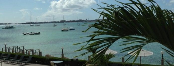 Simpson Bay Resort & Marina is one of Lugares que quero conhecer.