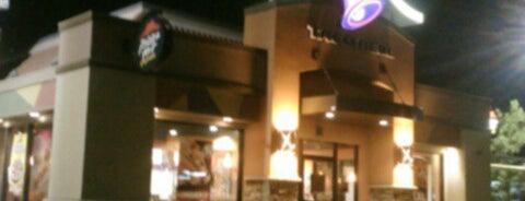 Taco Bell/Pizza Hut Express is one of สถานที่ที่ Bob ถูกใจ.