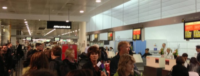 Qantas International Check-in is one of Locais curtidos por Vlad.