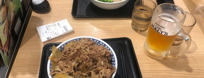 Yoshinoya is one of สถานที่ที่ Thiago ถูกใจ.