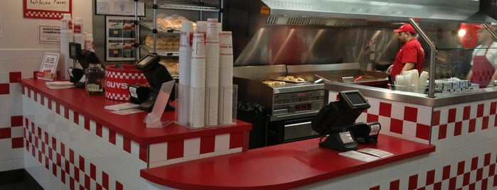 Five Guys is one of Lieux qui ont plu à Lee.