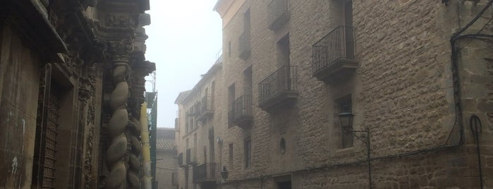 Calaceite is one of Pueblos medievales.