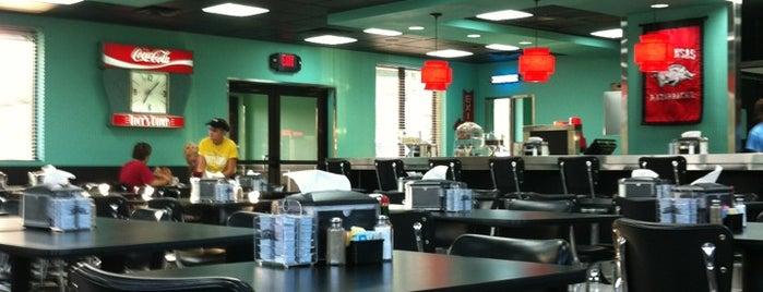 Lucy's Diner is one of สถานที่ที่ Kat ถูกใจ.