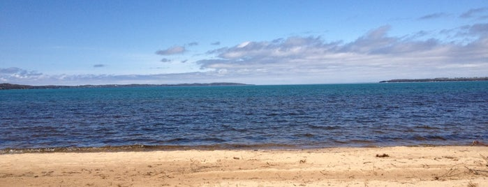 East Grand Traverse Bay is one of Lieux qui ont plu à Debbie.