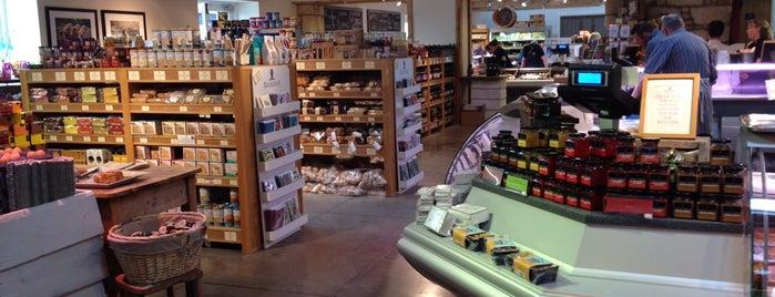 Balgove Larder Farm Shop, Butchery & Cafe is one of สถานที่ที่บันทึกไว้ของ Jan.
