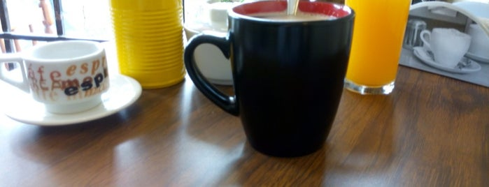 y hablamos. Café is one of Orte, die Karina gefallen.
