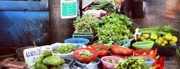 Lamai Fresh Food Market is one of Posti che sono piaciuti a Alex.