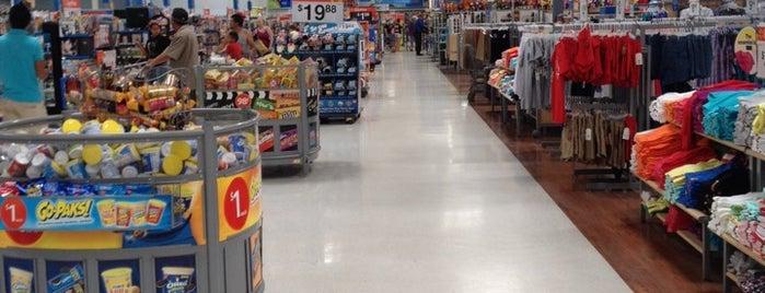 Walmart Supercenter is one of Locais curtidos por john.