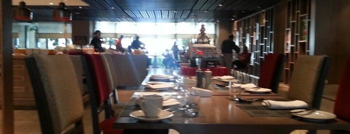 Cafe Knosh, Kempinski Ambience Hotel is one of Posti che sono piaciuti a David.