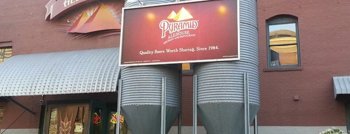 Pyramid Alehouse is one of Locais curtidos por Karen.