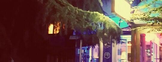 Caffe bar Fenix is one of Tempat yang Disimpan Ryan.