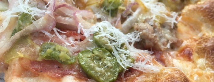 Howies Artisanal Pizza is one of Locais curtidos por Vy.