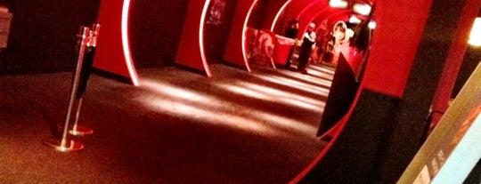 TOHO Cinemas is one of Lieux qui ont plu à Daisuke.