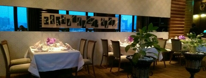 Privé Restaurant, Sofitel at Ponte 16 is one of SVさんのお気に入りスポット.