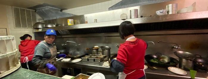 Henry's Hunan Restaurant is one of Lugares favoritos de Brad.