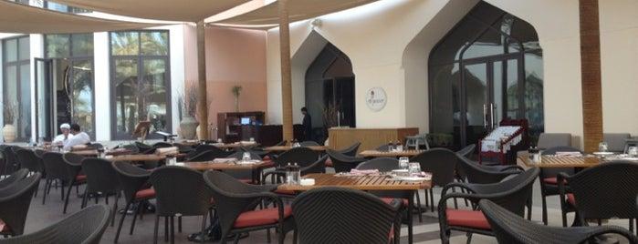 Al Tanoor Resturant Shangri-La is one of Lugares favoritos de Samir.