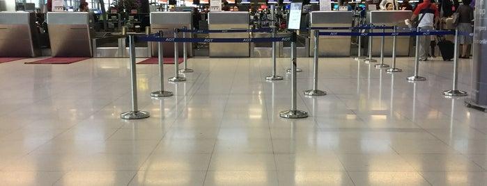 Qatar Airways Business Class Check-in is one of Orte, die Christian gefallen.