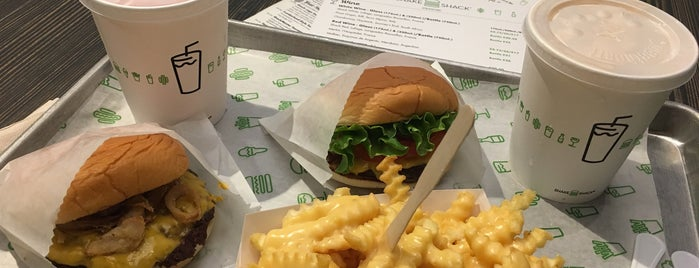 Shake Shack Westfield Stratford is one of Lieux qui ont plu à Paul.