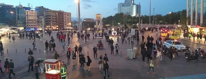 Taksim Meydanı is one of İstanbul'da Gezilmesi-Görülmesi Gereken Mekanlar.