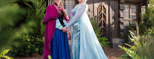 Royal Sommerhus: Meet Anna & Elsa is one of M. : понравившиеся места.