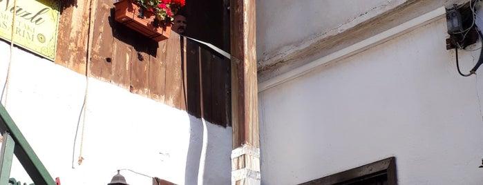 Borges Kafe is one of Orte, die Mustafa gefallen.
