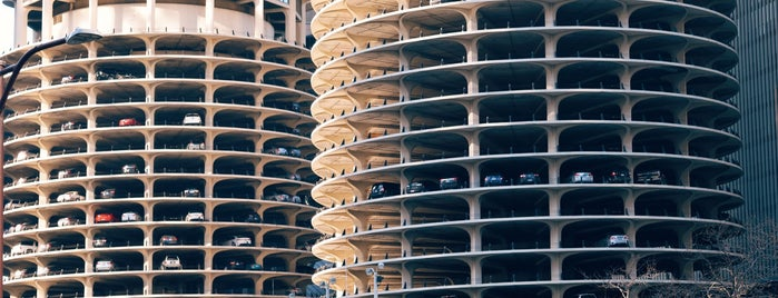 Marina City Rooftop is one of Architecture to visit.
