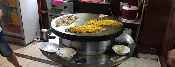 Genghis Mongolian Grill is one of Tempat yang Disukai Nina.
