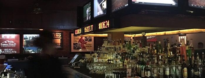 PT's Pub is one of Locais curtidos por Sonic.