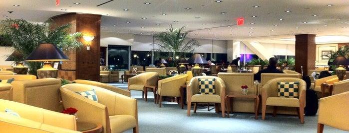 The Emirates Lounge is one of Locais curtidos por Atti.