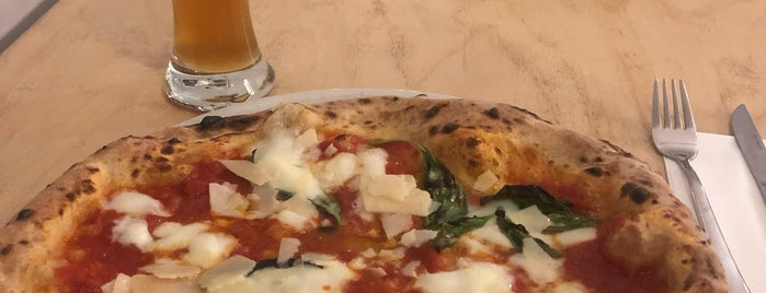 Futura Neapolitan Pizza is one of Chris'in Beğendiği Mekanlar.