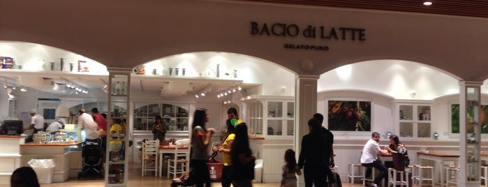 Bacio di Latte is one of Tempat yang Disukai Carolina.