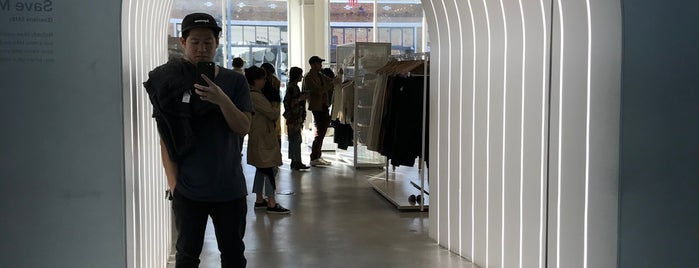 Everlane is one of To do in LA.