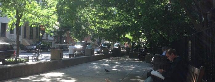 Manhattan Plaza Park is one of Orte, die John gefallen.