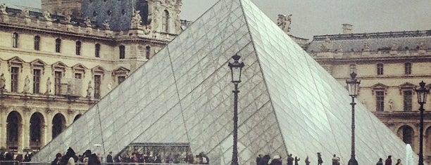 Musée du Louvre is one of 「带一本书去巴黎」.
